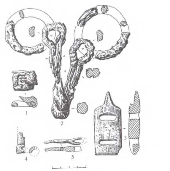 Рис. 3. Яломан-П, курган № 60.Предметный комплекс: 1 - уздечная пряжка; 2 - удила с псалиями; 3 — подпружная пряжка; 4 - обломок изделия; 5 - фрагмент предмета 1,2- железо; 3 - рог; 4 - кость; 5 - дерево