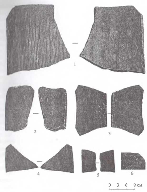 Рис. 4. Городище Тэрэлжин Дэрэвэлжин. Тип I - широкая черепица с текстильными оттисками и разметками линий срезов
