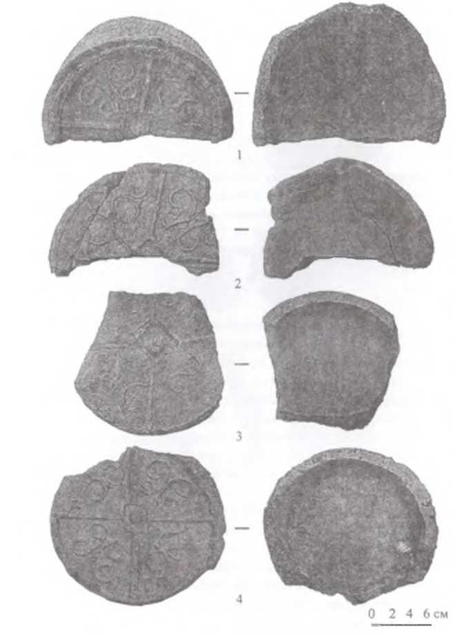 Рис. 7. Городище Тэрэлжин Дэрэвэлжин. Тип III - концевые диски с четырехугольными оттисками и «жемчужинами» в центре